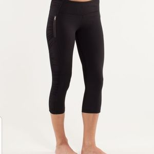 EUC Lululemon Black Run In The Sun Crop- Size 8